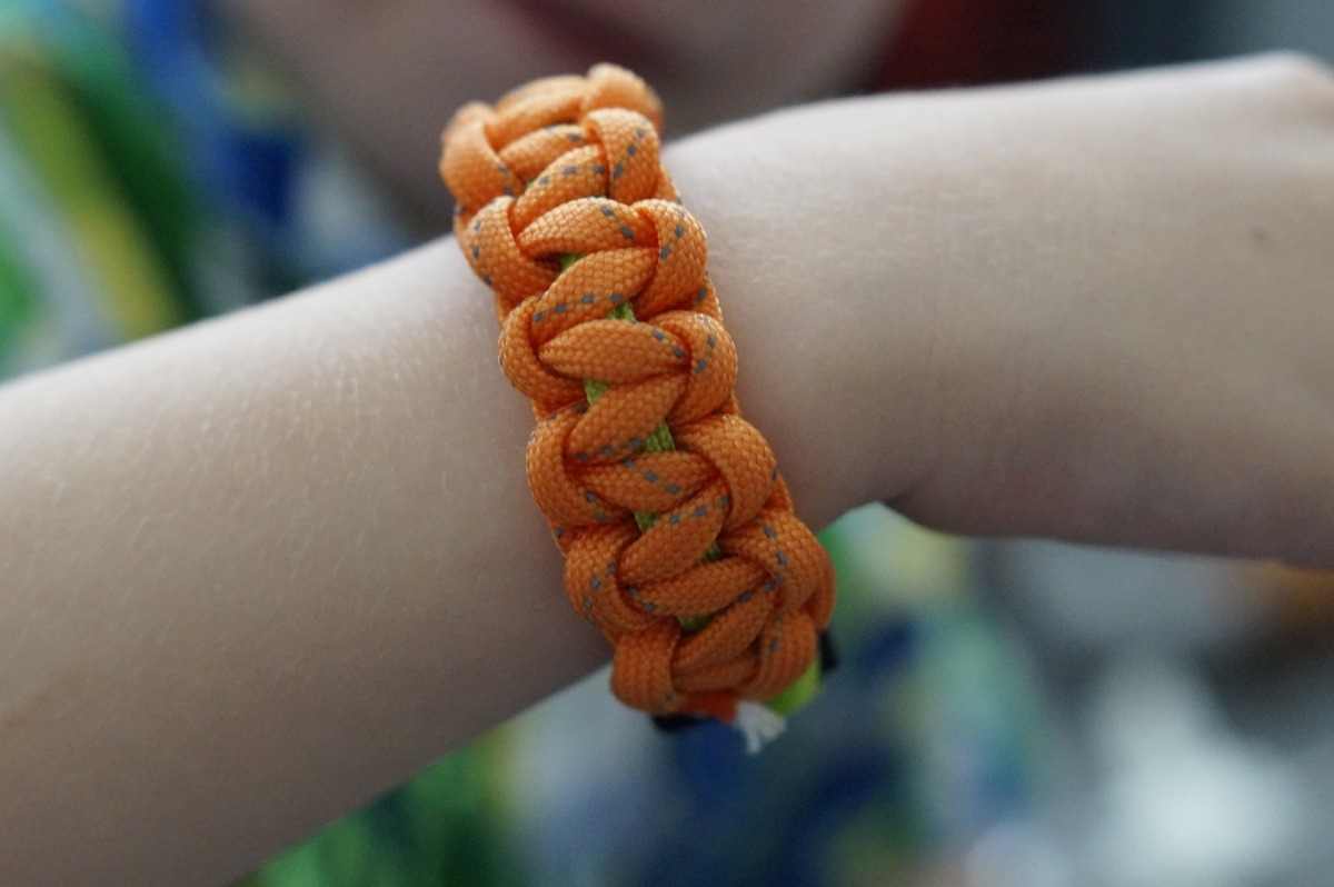 13 clever hiking uses for paracord